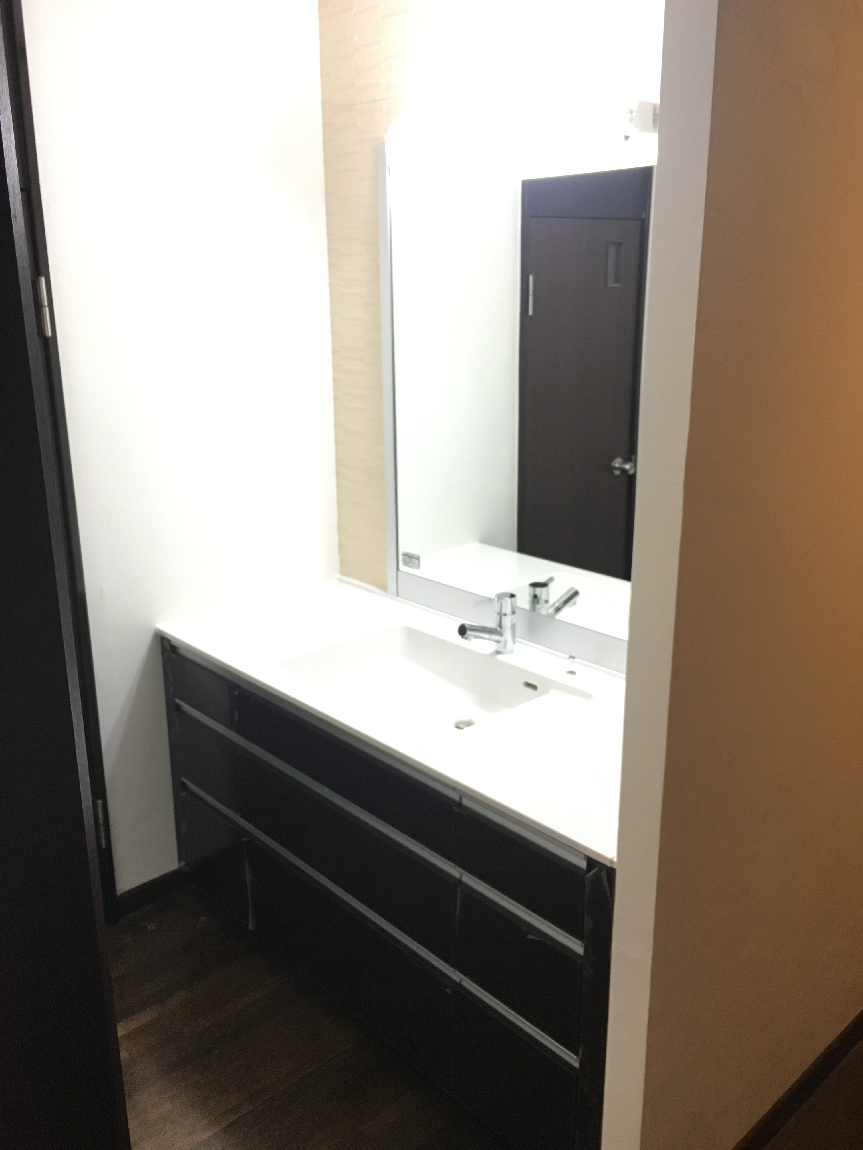 シンプルかつ高級感のある洗面化粧台
