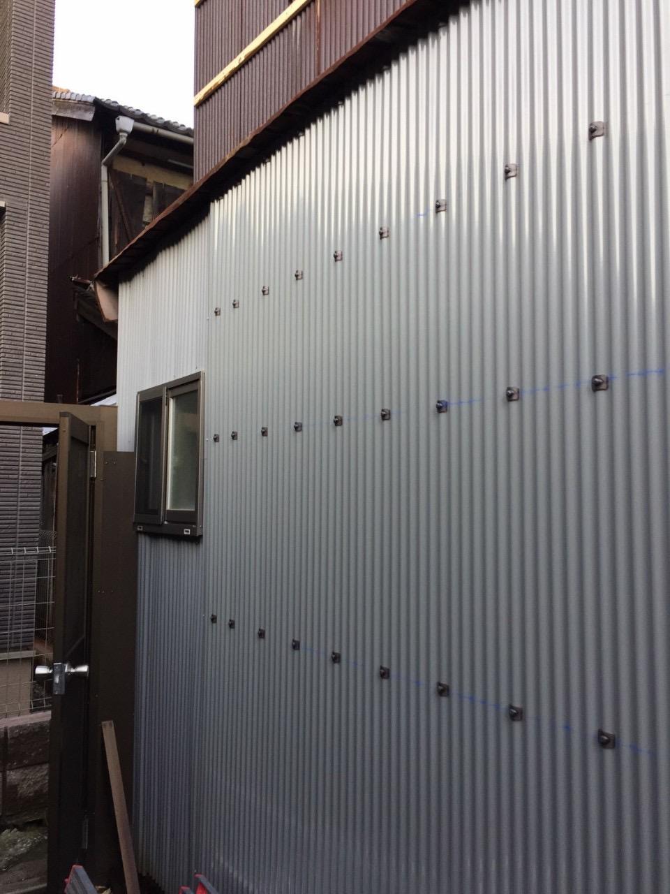 波板貼替・外壁上張り・内装美装工事